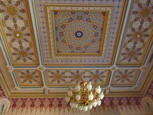 Потолок зала заседаний. Фото: Елена Арсениевич, CC BY-SA 3.0
