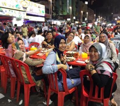 dinner at the famous Alor Street Food
