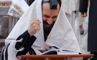 Grote Verzoendag: Biddende Joodse man