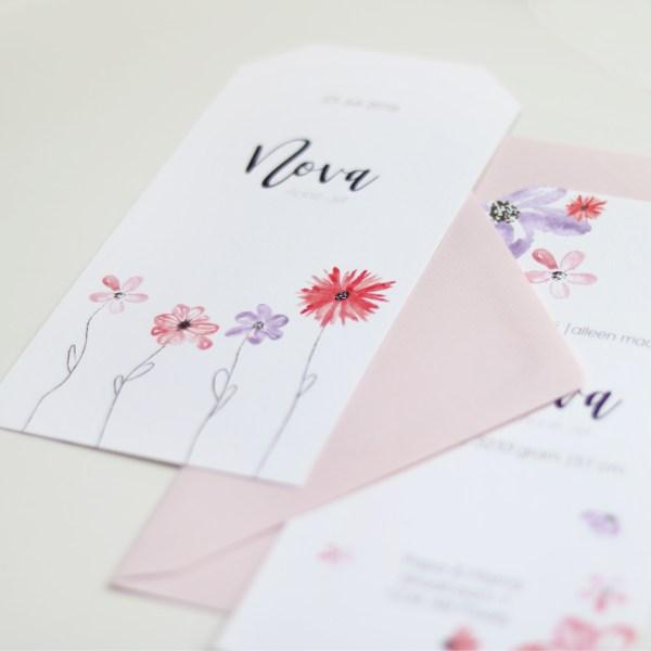 persoonlijk geboortekaartje of bijzondere trouwkaart zomer bloemen close up