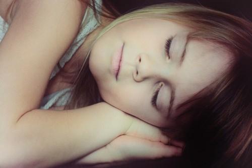 肌のターンオーバーを整えるためには睡眠