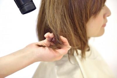 女性の薄毛予防、ドライヤーの使用は最小限に