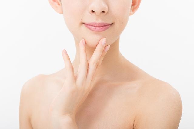 年齢は顔よりも首のしわに現れる⁈簡単ケアで美首を手に入れる方法
