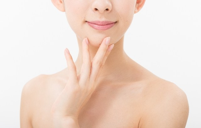 年齢は顔よりも首のシワに現れる⁈簡単ケアで美首を手に入れる方法