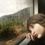 梅雨の時期、憂うつになる原因と予防法