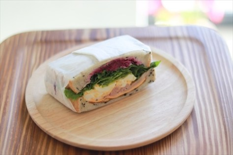 BTM(豚と卵と紫キャベツの)サンド!