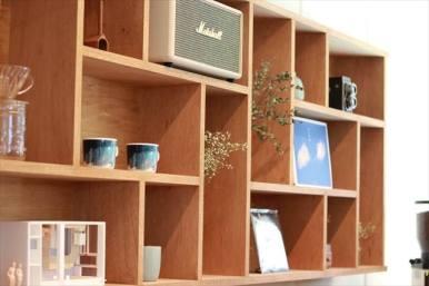ご夫婦の想い出の品が飾られている棚