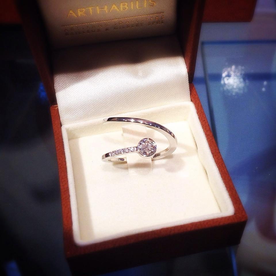 Bague Ruban Droit Diamant Arthabilis