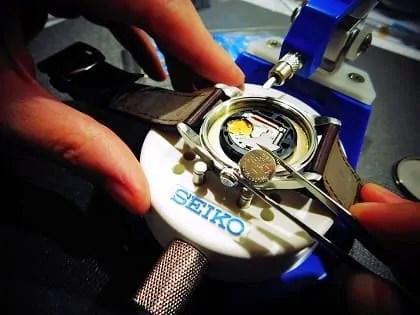 Changement de pile sur une montre