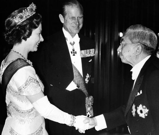 Queen Elizabeth II and Prince Philip are greeted by Emperor Hirohito of Japan, the entrance of the Imperial Palace in Tokyo on May 7, 1975, British Royal couple arrive for an Imperial by the Japanese Majesties. (AP Photo)