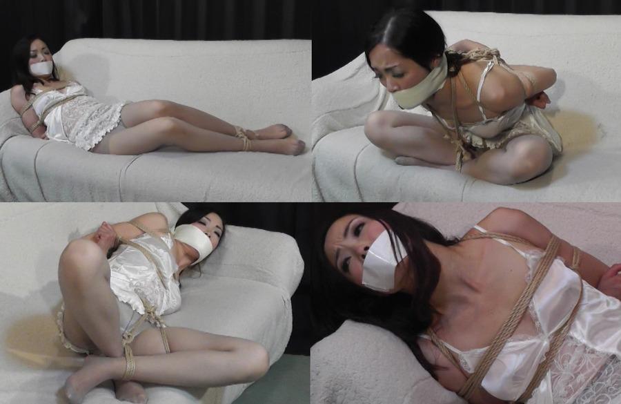 白スリップにパンスト姿で縛られ悶える美熟女