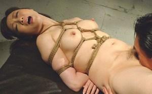 SM麻縄緊縛拷問!逆さ吊り ろうそく責めに酔いしれ乳首フル勃起