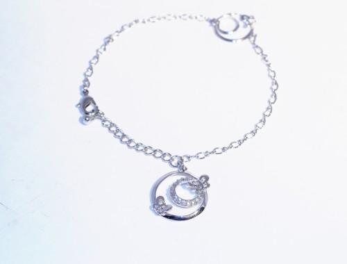 Белый женский браслет