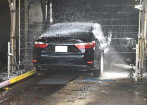 waternevel in een autowasstraat