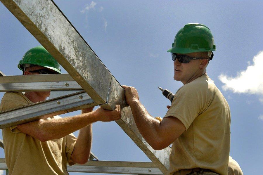Hittestress en zonnebrand bij bouwvakkers