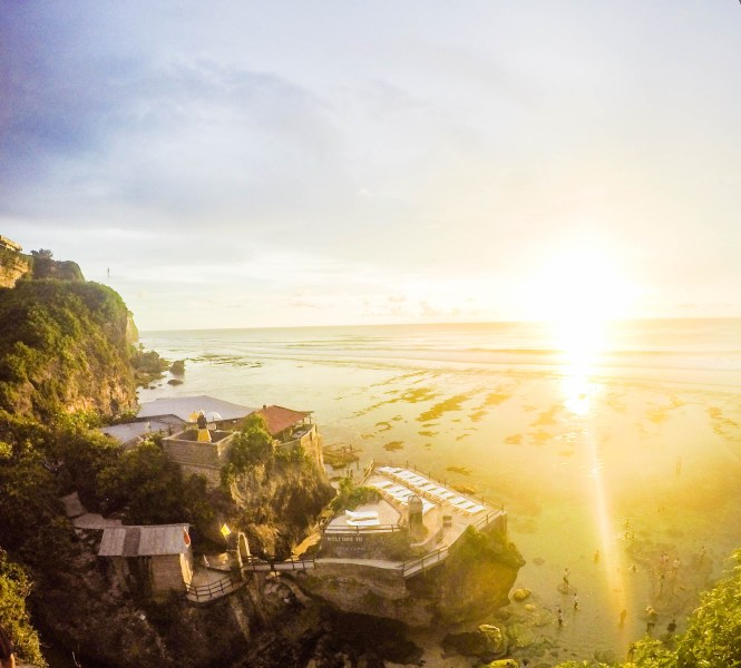 bali zon onder - TOP 10 MOST BEAUTIFUL ISLANDS IN THE WORLD