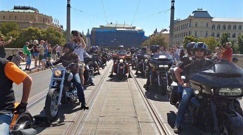 115-vyroci-Harley-Davidson-2018-cervenec-sobota-spanila-jizda-video