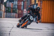 KTM 390 DUKE - Action