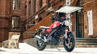2021-Yamaha-XS125-EU-Redline-Static-007-03