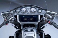 P90431034_lowRes_the-new-bmw-r-18-tra