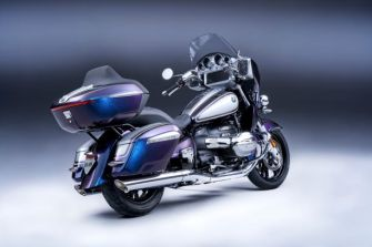 P90431083_lowRes_the-new-bmw-r-18-tra