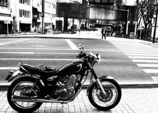 白黒 バイク