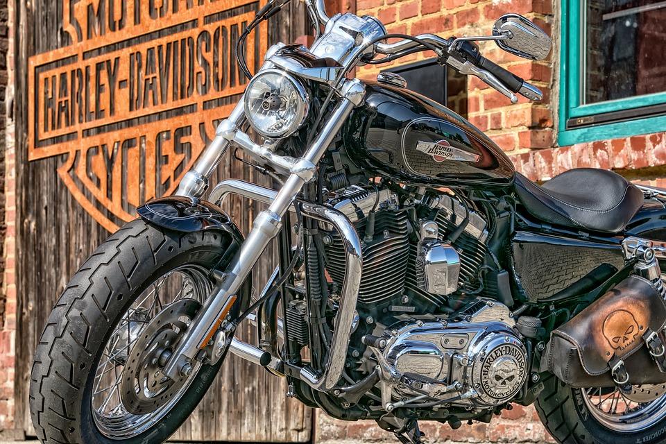 ハーレー バイク オートバイ 黒 渋い