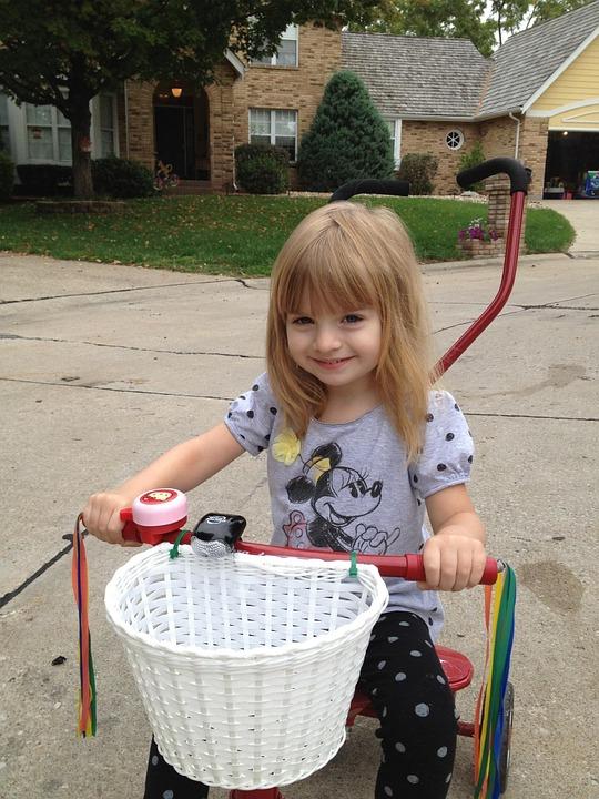 かわいい 女の子 トライク バイク