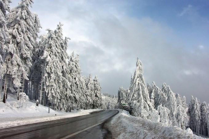 冬 雪 道路 凍結 スリップ バイク 二輪車 危険