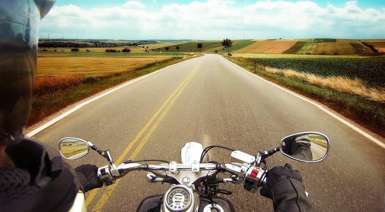 ヤマハ オートバイ モト 650 自転車 エンジン 車両 古典的な 道路 通り 旅行