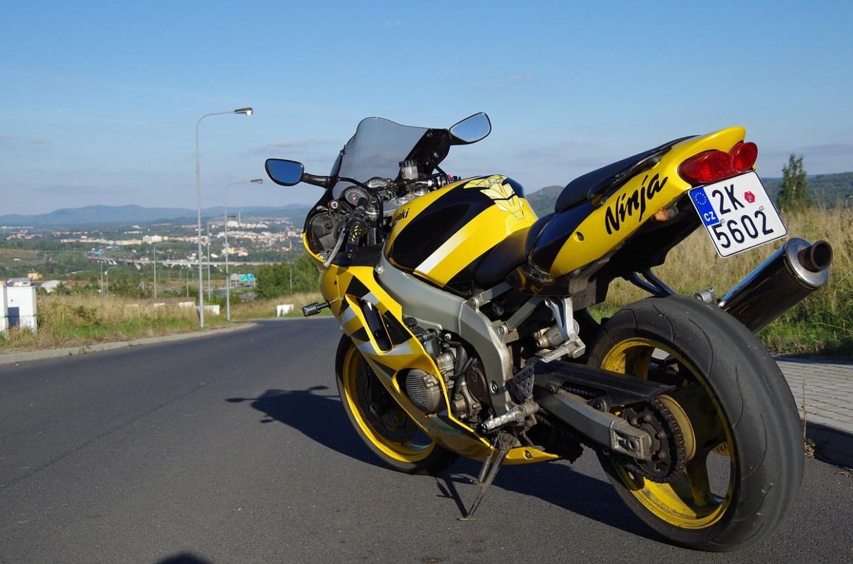 オートバイ ラウンド カワサキ ninja