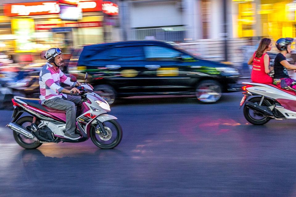 パン プーケット タイ 自転車 オートバイ 速度 旅行 道路