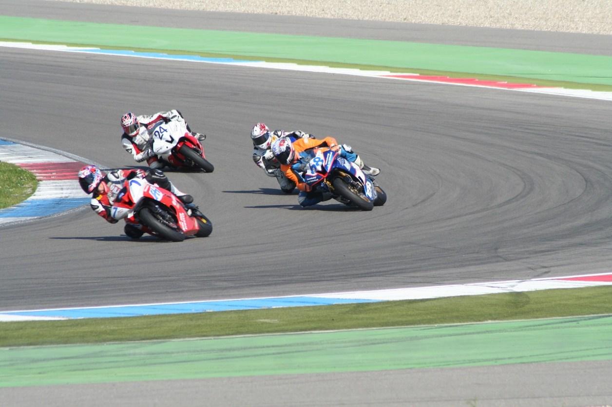 レース オートバイのレース オートバイ レーシング モーター スポーツ オートバイのスポーツ 速度