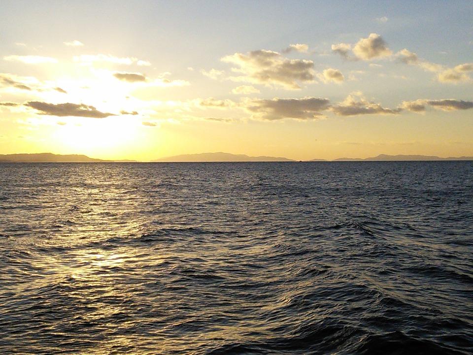 りんくうタウン 夕焼け 夕日 サンセット 海 大阪湾 淡路島 海原 波 うねり