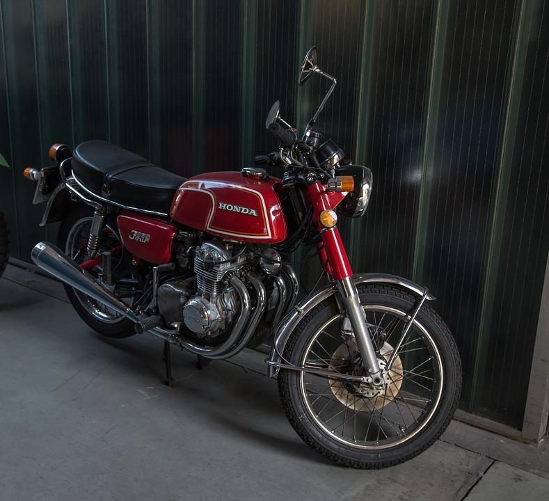 オートバイ ホンダ バイクに乗る人 オールドタイマー 350 四 シリンダー クロム
