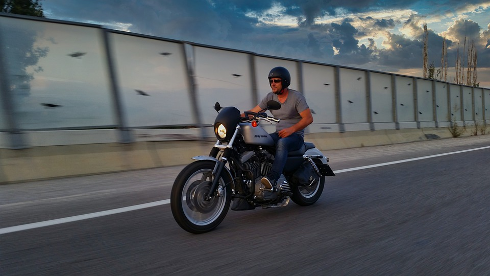 ハーレー 道路 晴れ バイク