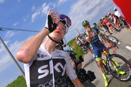 Polícia lança gás de pimenta em manifestantes, atinge ciclistas e Tour de France é interrompido (6)
