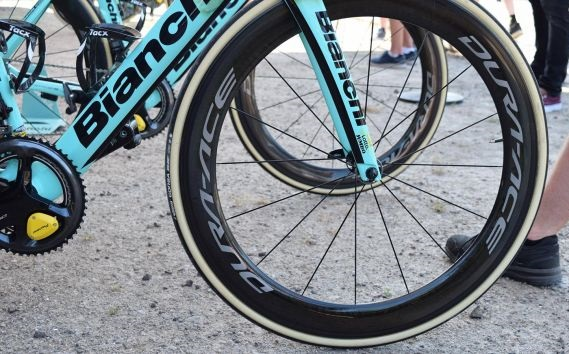A Bianchi Oltre XR4s de Primož Roglič e Dylan Groenewegen no Tour de France 2018 (2)