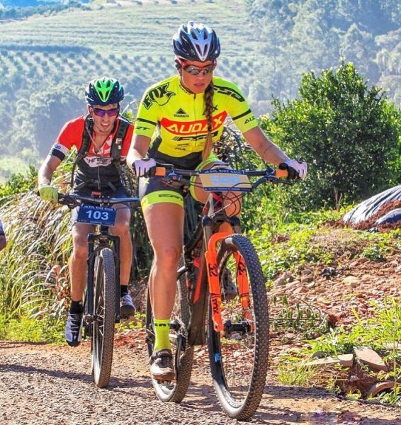 Atleta Renata Espíndola, atual embaixadora Audax Bike. Foto Arquivo Pessoal.jpg