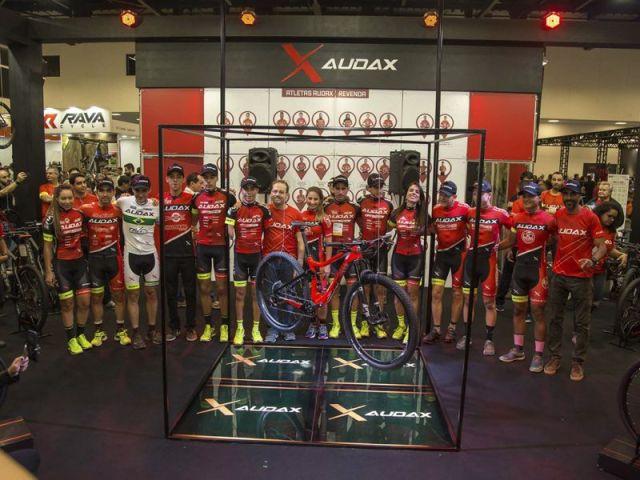 Audax Party agita segunda noite da Bike Brasil com lançamento exclusivo (2).jpg