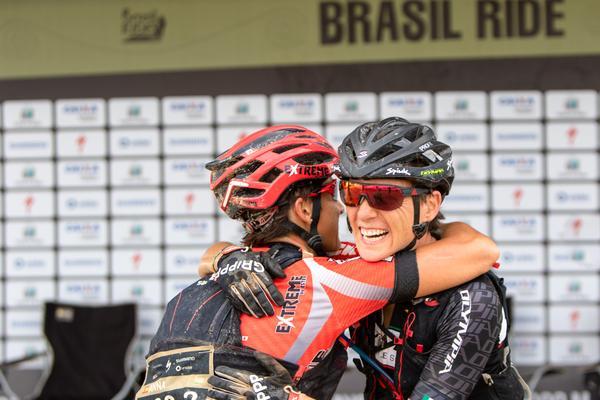 Comemoração pela vitória (Rosita Belinky Brasil Ride)