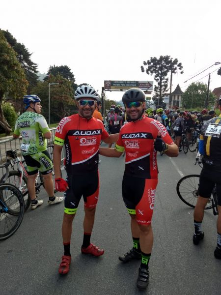 Largada do L'Ètape Brasil com David Ribeiro (à esquerda) e Fernando Tourino. Foto Arquivo Pessoal..jpeg