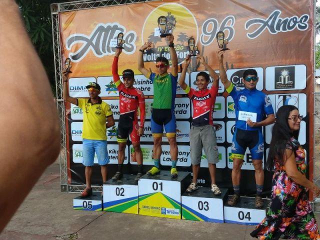 Marcelo e Édio sobem ao pódio da Elite em 2º e 3º lugar. Foto Arquivo Pessoal..jpeg