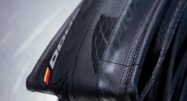 A Continental finalmente desenvolveu um pneu para estrada sem câmara o GP 5000 TL (6).jpg