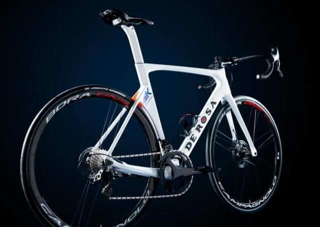 A bike De Rosa de 12v da equipe Nippo-Vini Fantini para 2019 (2).jpg