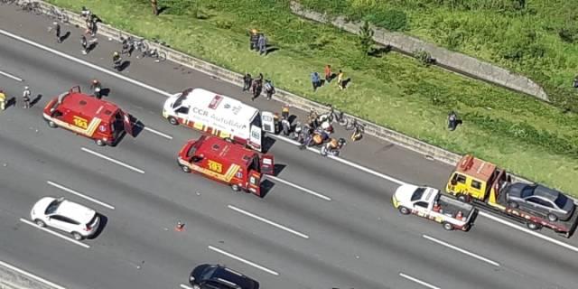 nibus atropela ciclistas na Rodovia dos Bandeirantes, em SP e 3 pessoas morrem (2)