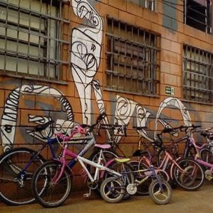 ONG retira sem custo bicicletas abandonadas em condomínios para usar em projetos sociais 1