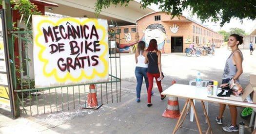 ONG retira sem custo bicicletas abandonadas em condomínios para usar em projetos sociais de curso