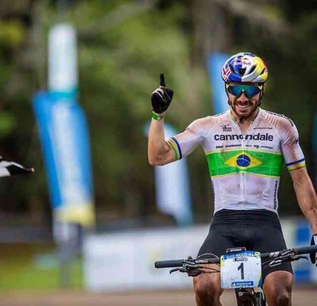 Henrique Avancini vence a maratona no 1º dia da CIMTB, etapa de Araxá (MG) (4)