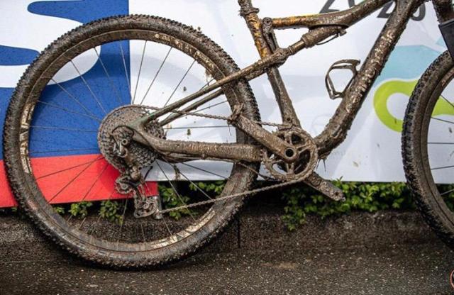 Como Avancini e sua bike ficaram ao final da prova com chuva em Albstadt Copa do Mundo de XC 2019 (5)